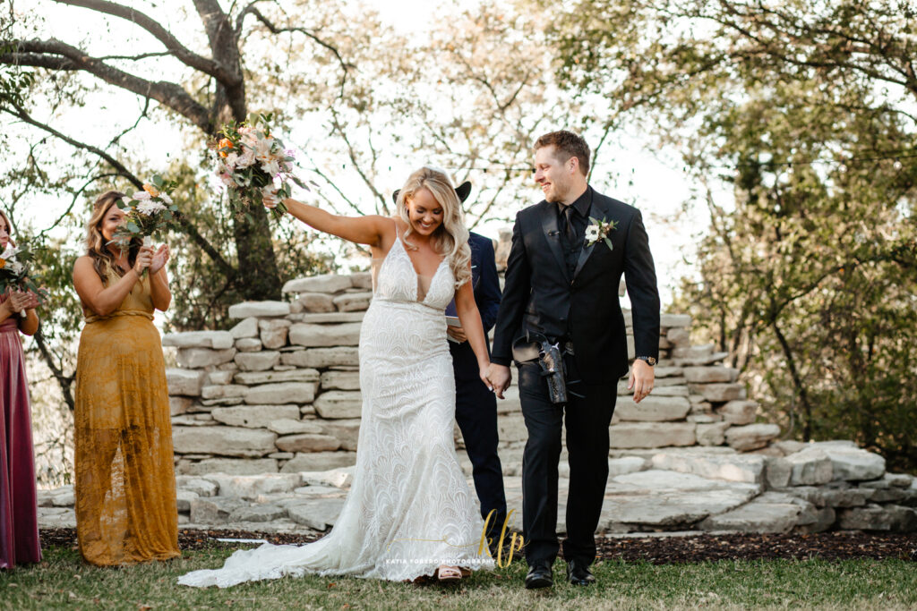 wedding ceremonies austin outdoors in the fall