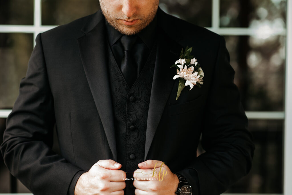 boutonnieres for groom